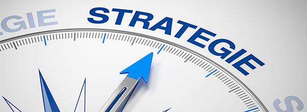 Kompass-Nadel zeigt auf Strategie
